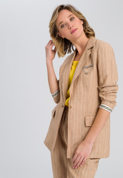 Linen blazers stripe look