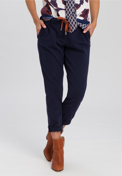 Trousers with diagonal slanted pockets
