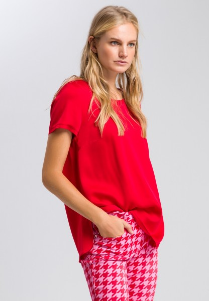 Blouse top with a round neckline