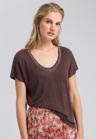 Linen shirt with decorative applications