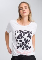 T-shirt with material mix application