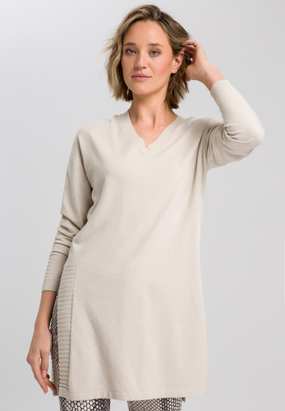 Long sweater with V-neck