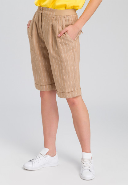 Linen bermudas stripe look