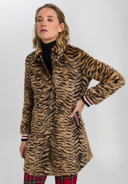 Reversible coat in tiger pattern
