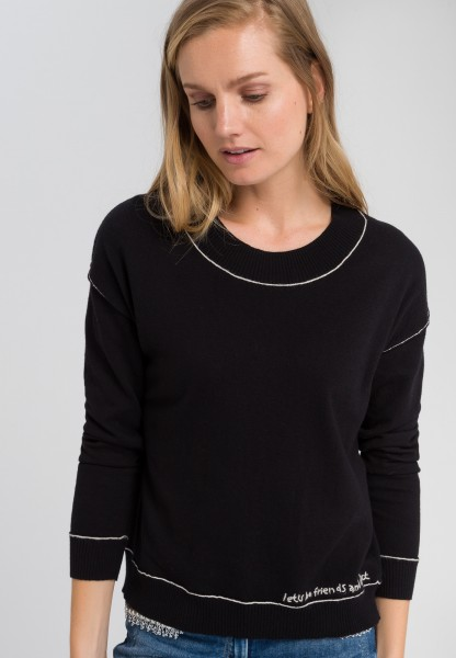 Jumper with contrasting seams