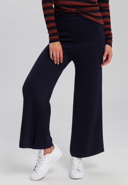 Knitted trousers with straight leg
