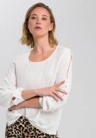 Blouse with decorative steering knobs