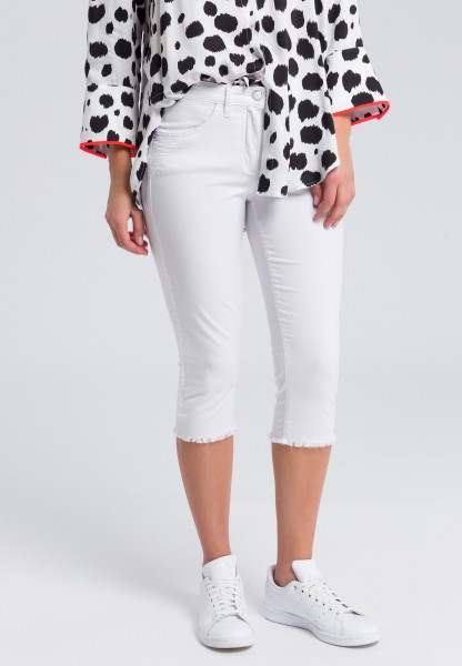 Capri trousers with frayed hems