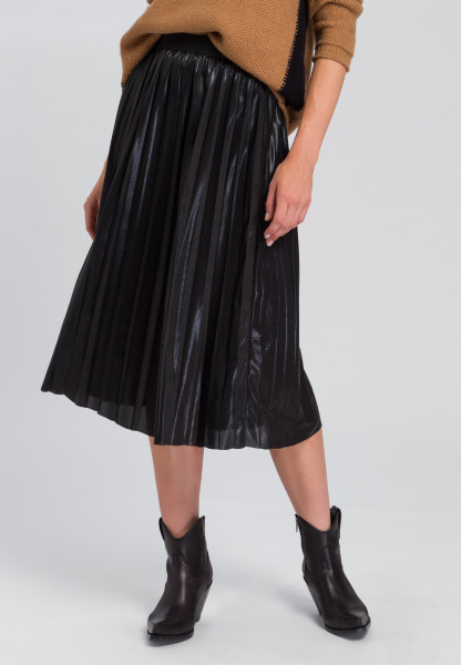 Pleated skirt In leather look