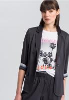 Single-button blazer with falling lapels