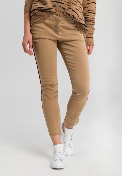 Chino trousers with contrasting details