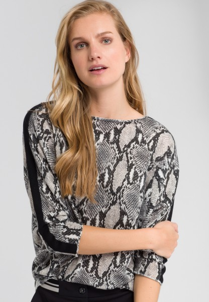 Jumper with snake print
