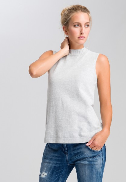 Basic knitted top with turtleneck