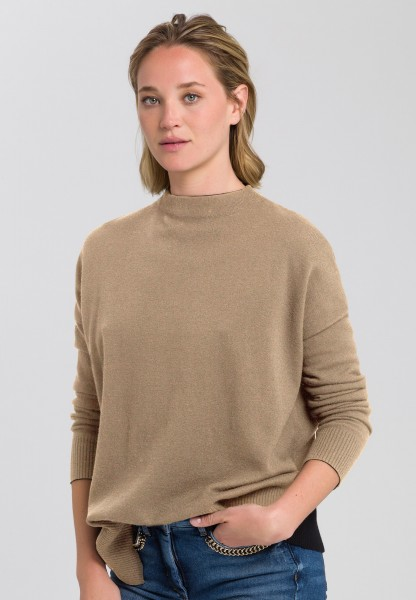 Jumper with asymmetric hemline