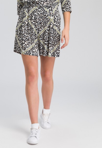 Shorts With leopard print and chain