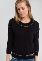 Sweaters with contrasting seams
