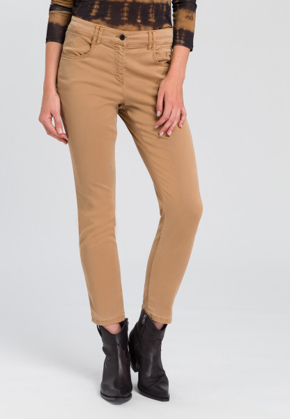 Woven trousers with creases