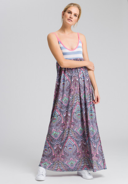 Maxi dress in the pattern mix