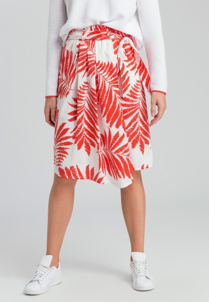 Pleated skirt with leaf print