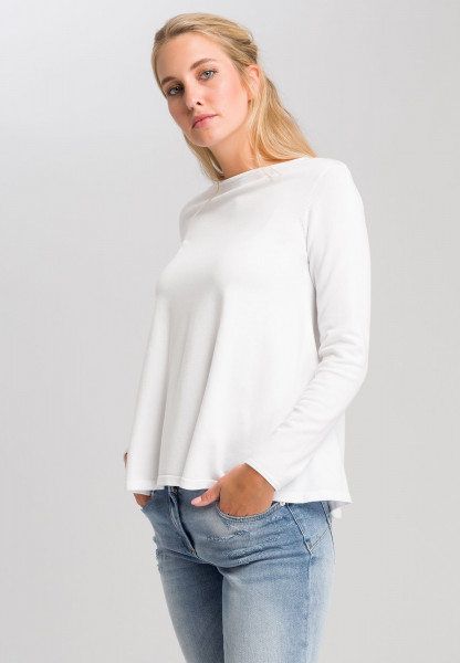 Basic sweater in a fashionable A-line