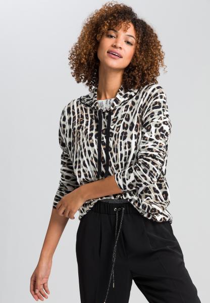 Pullover in striking animal print