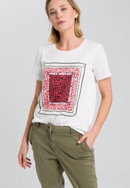 T-shirt with Leo pattern application