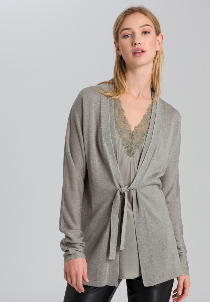 Cardigan with connective effect