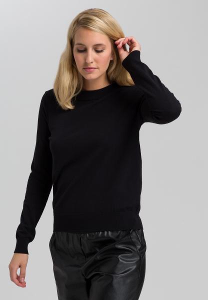 Basic sweater with round neckline