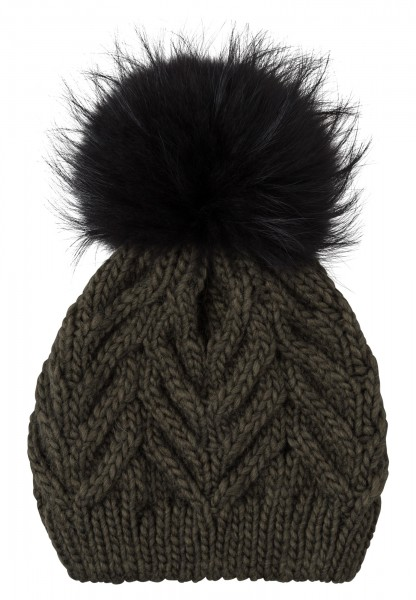 Cap with detachable bobble from real fur