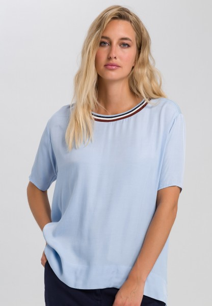 Shirt blouse with ringed neckline