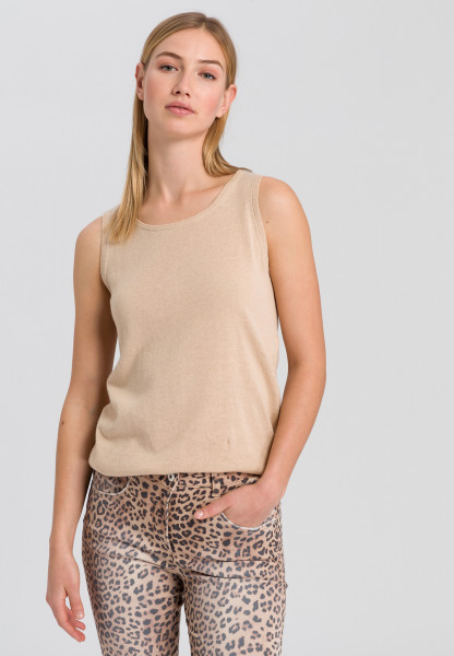 Knitted top in basic look