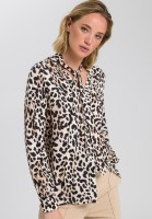 Blouse in leopard print