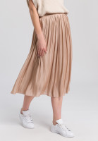 Midi skirt of gleaming material