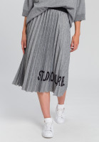Pleated skirt With font print