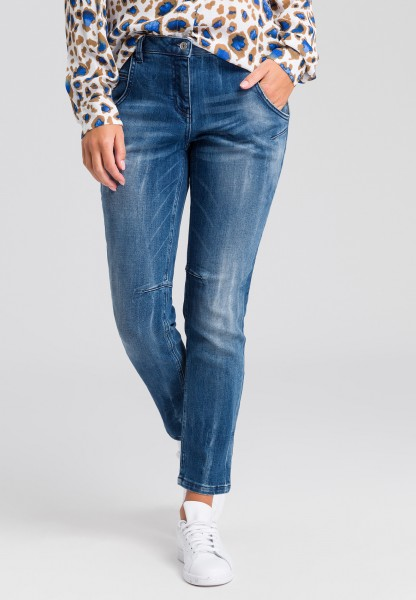 Loose fitted jeans in a blue denim look